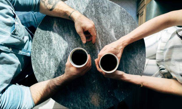 Nero e caldo, come il caffè…